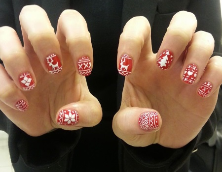 Christmas jumper nails by Kitsune